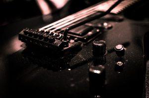 guitar fret buzz